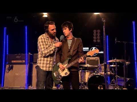 Johnny Marr shows BBC Radio 6 Music's Shaun Keaveny how to be a guitar hero