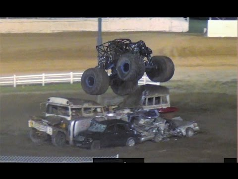 Straight Up Racing-California Kid  awesome freestyle @ Skagit Speedway