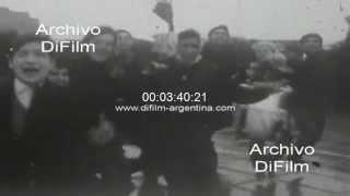DiFilm - Hinchas reciben al seleccionado argentino - World Cup 1966