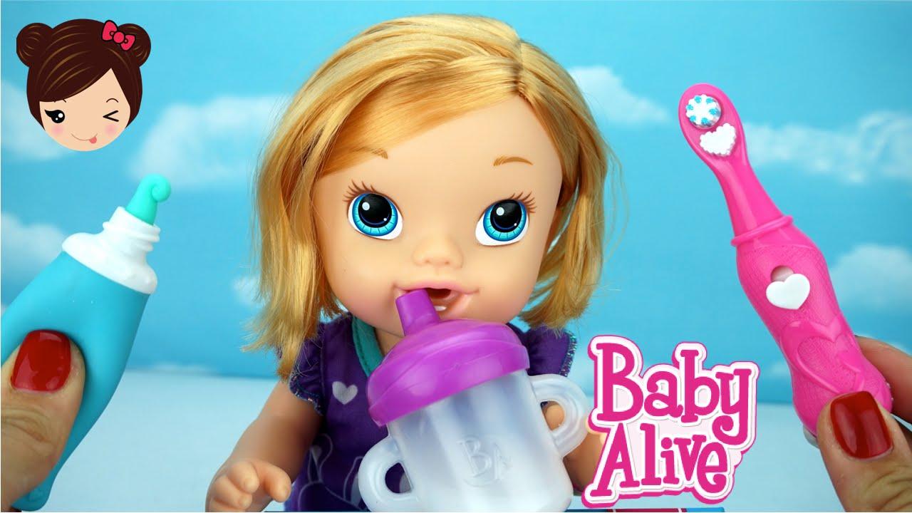 91436ee0e6 Baby Alive Muñeca Toma Leche Hace Pipi y Cepilla Los Dientes - Sonrisita  Blanca - YouTube