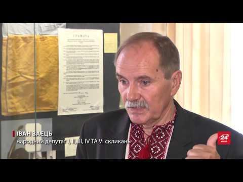 24 Канал: Перший прапор незалежної України поставили у Верхов...