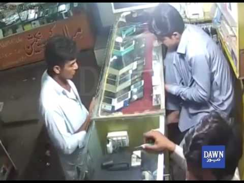 How this man looted mobile shop in Karachi ? - Watch video