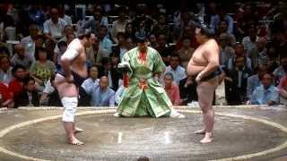 September 2015 - Day 2 - Kisenosato v Tochinoshin