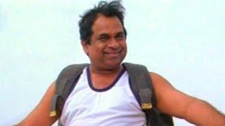 Comedy Kings - Brahmanandam Wall Jumping In Police Training - Nitin, Bhavana