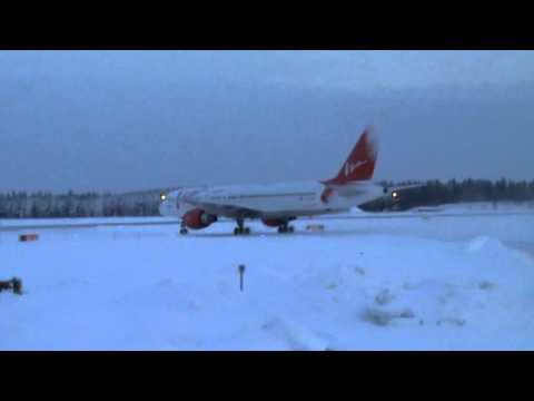 VIM Airlines Boeing 757 200 taxiing @ Kajaani