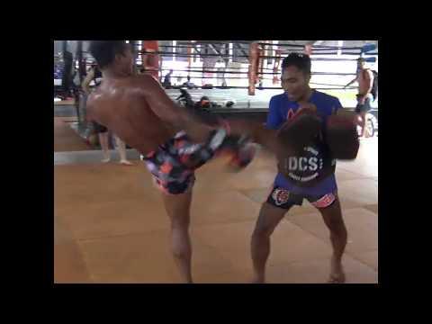 Saksurin training for kickboxing debut