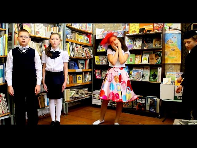 """Изображение предпросмотра прочтения – «Страна читающая в библиотеке МБОУ """"Школа 22""""» читают произведение «Стрекоза и Муравей» И.А.Крылова"""
