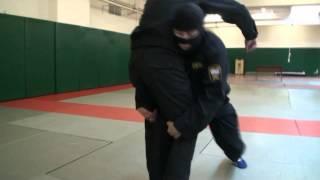 ОМОН. Видео рубрика по самообороне и боевым приемам борьбы. Урок 4.(Бросок за две ноги, рывком на себя. Внимание. Данный прием выполняется под руководством инструктора, в спец..., 2013-06-07T05:45:50.000Z)