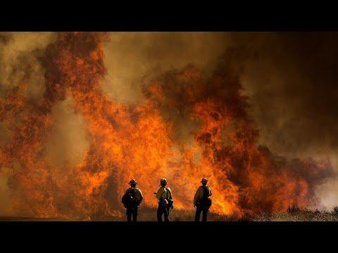شاهد: عناصر الإطفاء يكافحون لاحتواء حريق هائل في جنوب كاليفورنيا…  - نشر قبل 2 ساعة