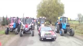 Traktorlardan ibarət toy karvanı