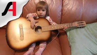 Девочка читает стихи. Дети рассказывают стихи видео. Саша читает нам стихи.(В этом видео Саша читает нам стихи. На тот момент ей был 1 год и 9 месяцев. У нее это довольно смешно и весело..., 2015-04-25T10:49:55.000Z)