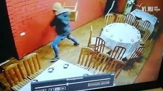 VL.ru − Грабителей из китайского ресторана во Владивостоке выгнали лопатой и веником