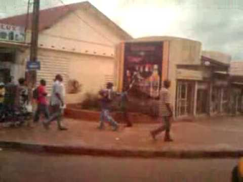 Yaoundé, centre ville, un jeudi midi