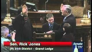 Sen. Rick Jones, R-Grand Ledge, is sworn in