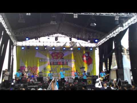 Tipe-X - PRIA TAMPAN live in Bekasi Square