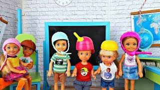 УРОК В НОВОМ КЛАССЕ - Минута позора! Школьные истории Куклы Барби! Видео для девочек Игры в куклы