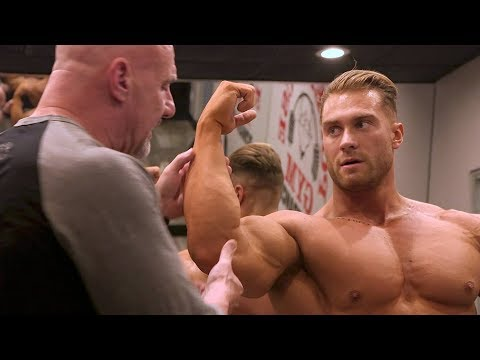 Bodybuilding posing instruction with IFBB pro Chris Bumstead and IFBB head judge Steve Weinberg