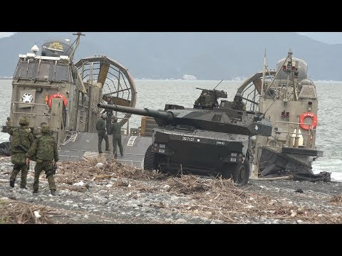 16式機動戦闘車初の上陸訓練!! LCACエアクッション型揚陸艇による積込積下訓練