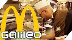 Harte Arbeit: Für einen Tag Angestellter bei McDonald's | Galileo | ProSieben