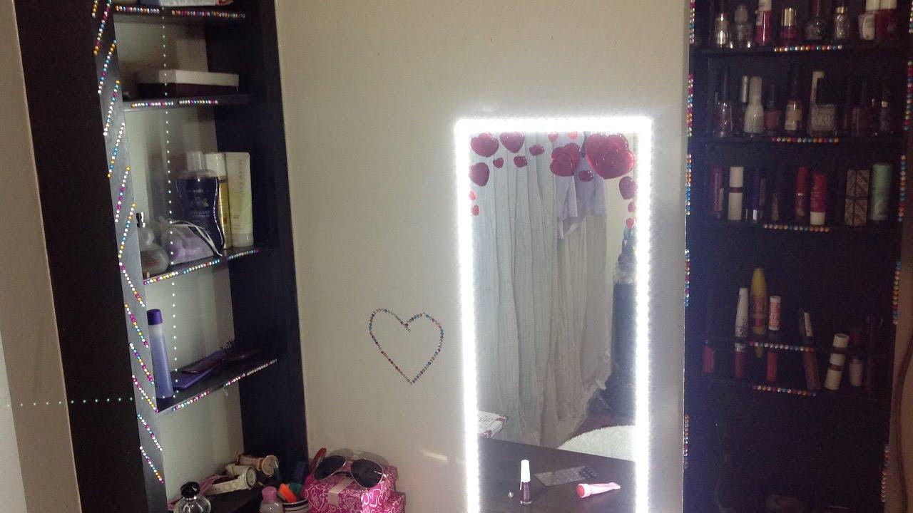 Como hacer un estante para cosmeticos y espejo con luz for Como hacer un perchero de pared