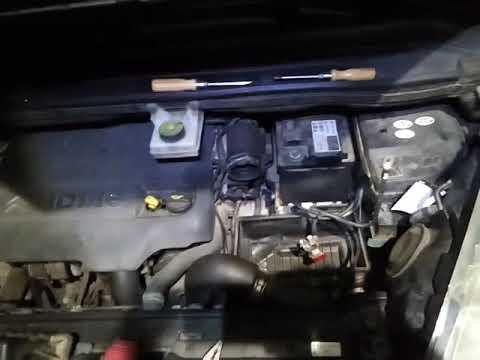 Citroen C4 Grand Picasso. Замена аккумулятора.
