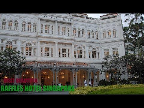 Beautiful Raffles Hotel in Singapore