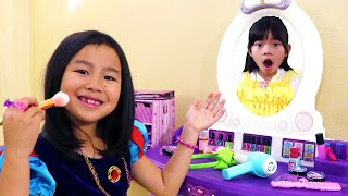 Jannie Se Viste de Princesa | Disney Princesses Kids Costume Dress Up & Make Up |Vestido Princesas