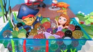 ⚡ DISNEY JUNIOR ⚡ Jake, Sofia y sus amigos van a jugar a las piscinas de espuma y orbeez