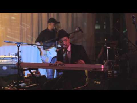 [LIVE] 2015.11.14 Zeke And The Popo - Mighty Love (half)