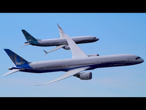 Boeing 787-10 Dreamliner and 737 MAX 9 Fly Together in Dramatic Display