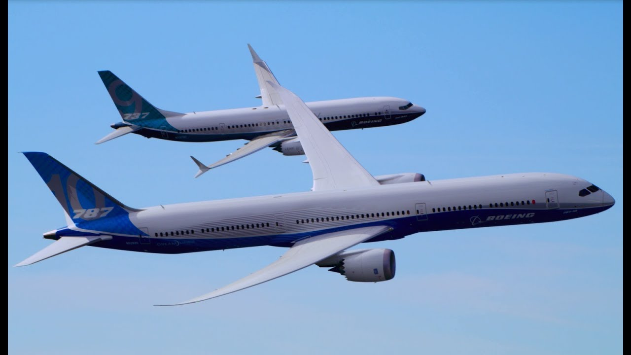 Resultado de imagem para Boeing 787-10 Dreamliner and 737 MAX 9 Fly Together in Dramatic Display