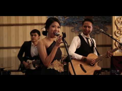 Singer Bonita- Ayam Den Lapeh-(ProID Ent at Gedung Granadi)