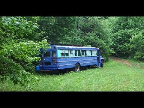 Нашли в лесу заброшенный  автобус войдя, потеряли дар речи