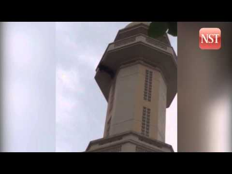 Man falls from mosque minaret and survives