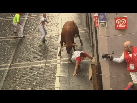 Pamplona Attack: Watch as bull gores three runners