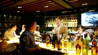 Singapore Bar - Jazz - Whisky - Cocktails - Cigars - Wine Bar