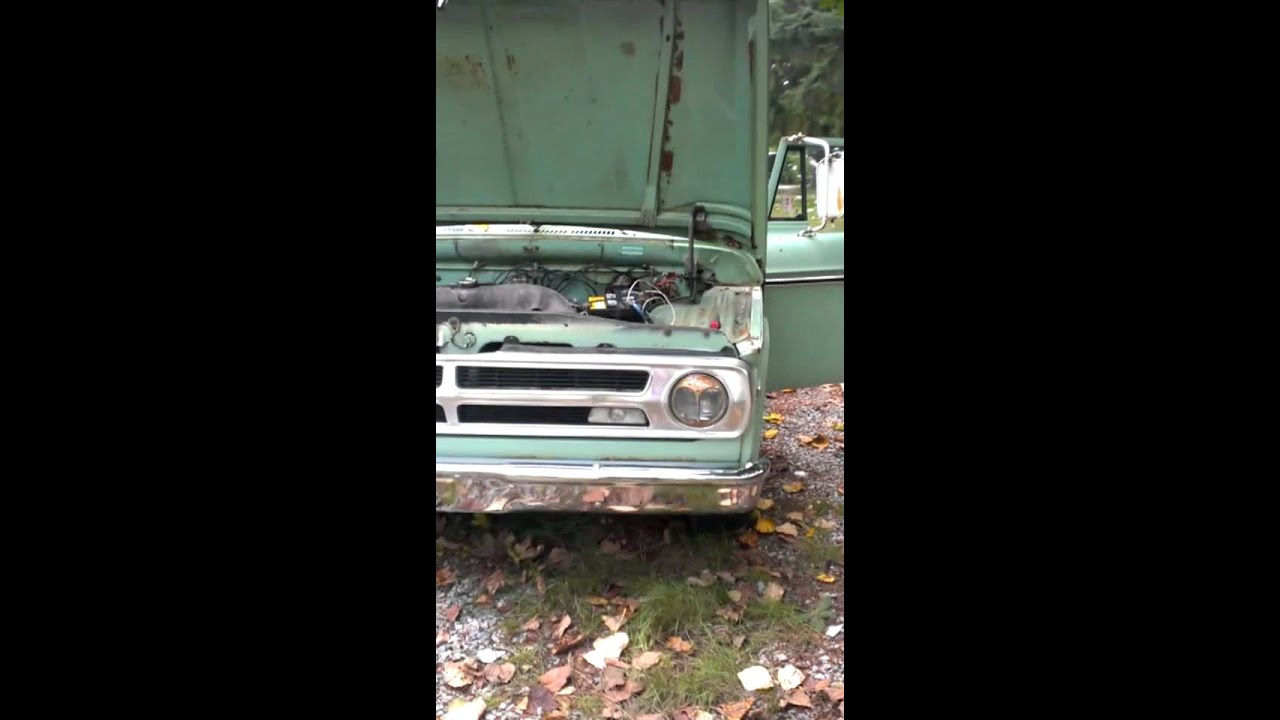 1971 Dodge Charger: Barn Find-1971 Dodge D100 Truck