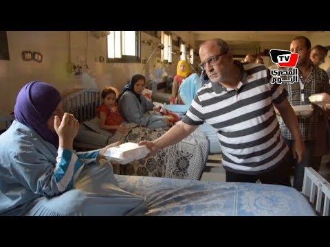 مدير المستشفى الجامعي بالمنصورة يوزع وجبات الإفطار على المرضى والعاملين  - 16:20-2017 / 6 / 18