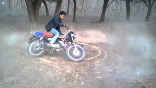 Raiganj, karnajora Raja.......bike stunt