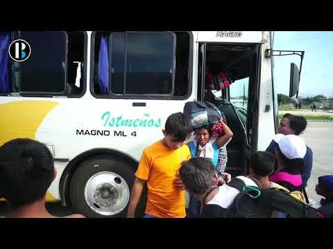 Caravana de migrantes centroamericanos llega a la ciudad mexicana de Juchitán