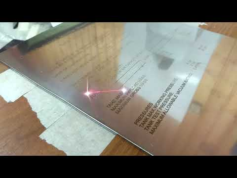 Лазерная гравировка таблички из металла