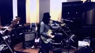 2011年3月26日に開催された闇鍋音楽祭のリハーサル映像。 カーネーショ...