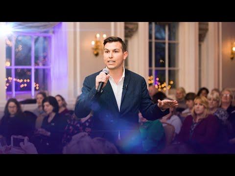 Psychic Medium Matt Fraser Reads Audience Members