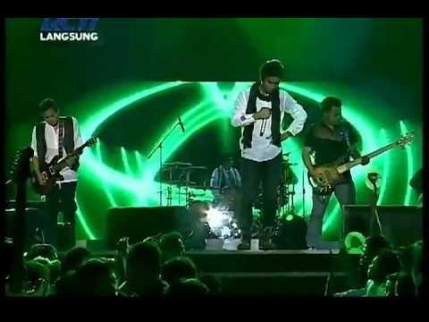 ST12 - KebesaranMu [HQ] [Live]