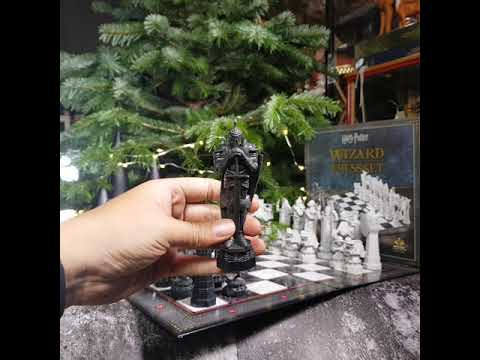 Bên trong hộp Cờ Vua Harry Potter Chess Set có gì