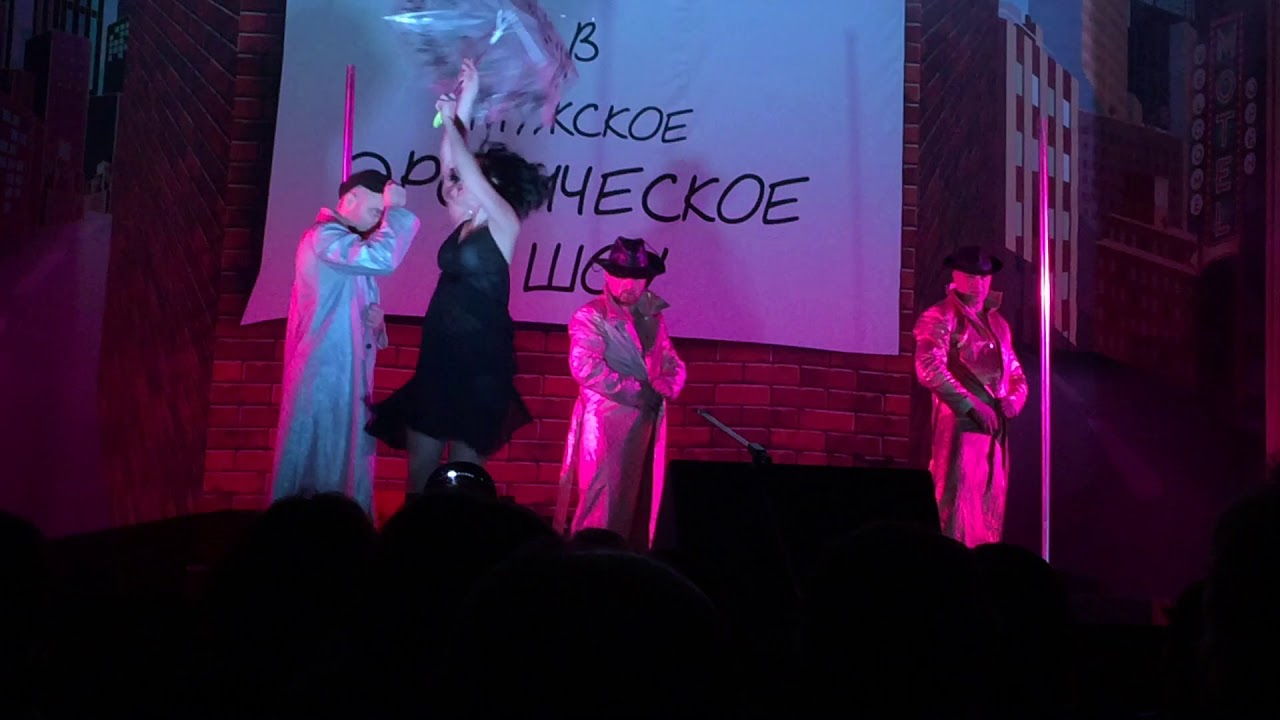 Жены танцуют стриптиз шоу