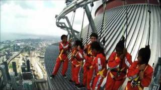 Cn Tower's Edgewalk ! FULL EXPERIENCE VIDEO .(amazing., 2011-08-03T22:59:12.000Z)