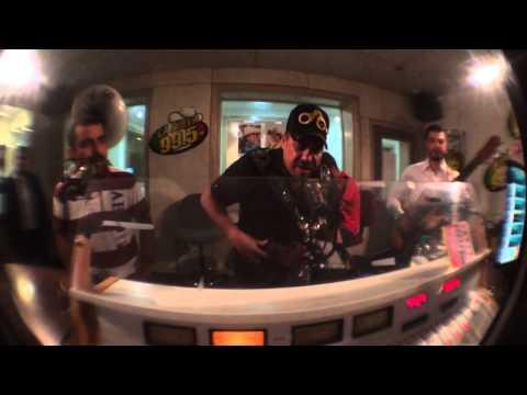 Intruso de NL con Ramiro Olvera en cabina de La Nueva 99.5