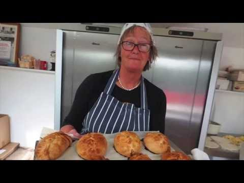 CRIMPING A CORNISH PASTY ANN'S PASTIES