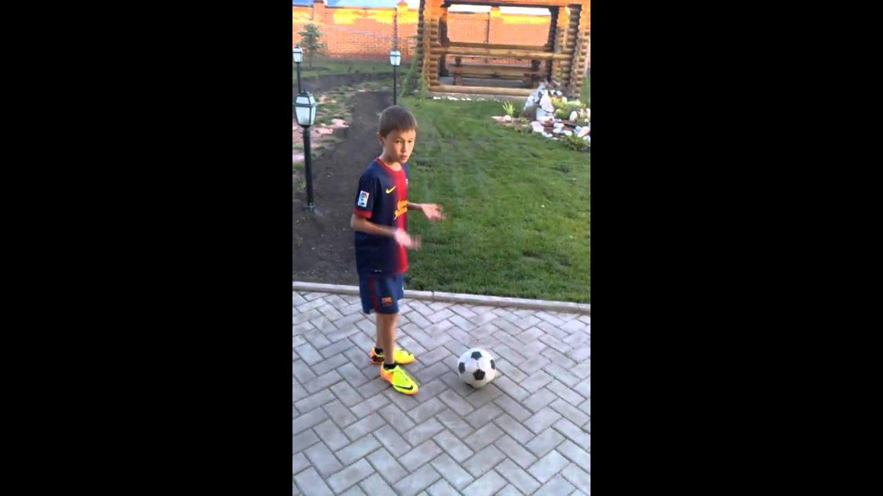 Смотреть как играть в футбол